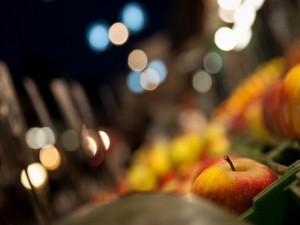 Manzanas en un mercado