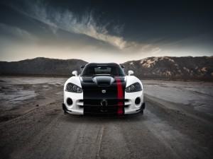 Dodge Viper en una carretera