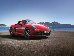 Porsche Boxster GTS rojo junto al mar