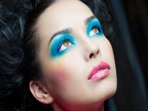 Mujer bien maquillada