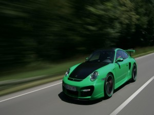 Porsche 911 Turbo en una carretera