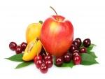Ciruelas, cerezas y una manzana