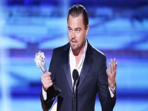 Leonardo DiCaprio recogiendo un premio