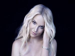 Britney Spears con una bonita pulsera