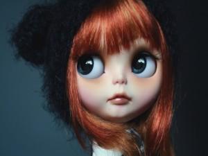Muñeca con grandes ojos