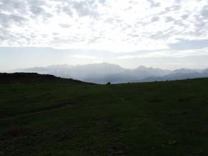 Vista lejana de los Picos de Europa (Asturias)