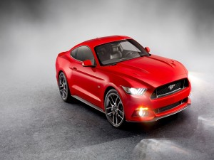 Ford Mustang de color rojo