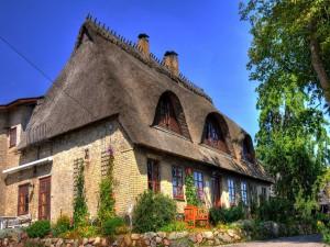 Interesante casa con techo de paja