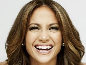Jennifer Lopez riendo
