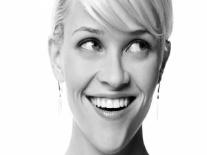 La actriz Reese Witherspoon en blanco y negro