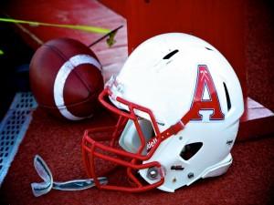 Balón y casco de fútbol americano