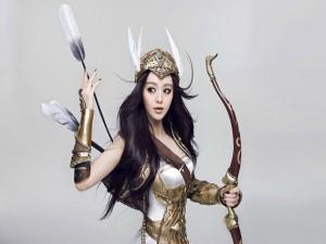 Modelo asiática vestida de guerrera