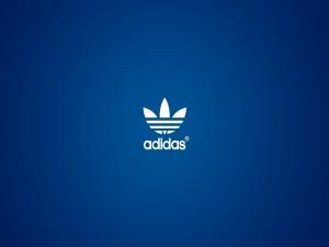 Logo de Adidas en un fondo azul