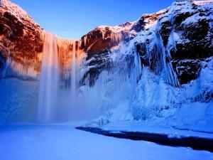 Cascadas congeladas en invierno