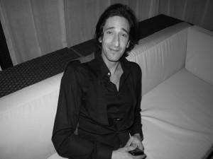 Imagen en blanco y negro del actor Adrien Brody