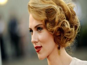 Scarlett Johansson con un bonito peinado