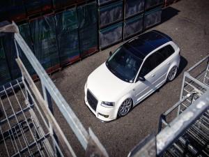 Audi A4 con el techo negro
