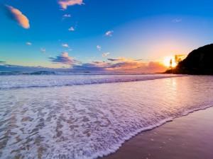 Suave oleaje en una bonita playa