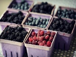 Cubetas con frutas del bosque