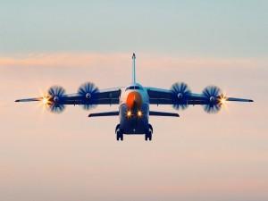 Antonov An-70 aterrizando