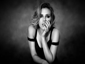 Scarlett Johansson en una imagen en blanco y negro