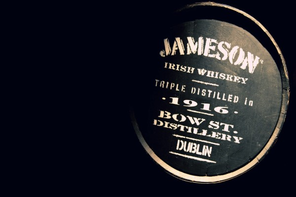 Barril de whiskey irlandés Jameson