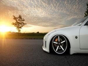 Nissan 350Z aparcado al amanecer