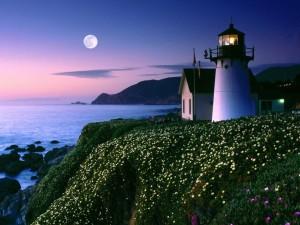 Luna llena vista desde el faro