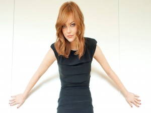 Emma Stone con un vestido negro
