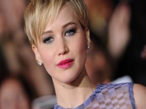 La guapa actriz Jennifer Lawrence con el pelo corto