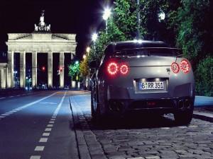 Nissan GT-R en una bonita ciudad