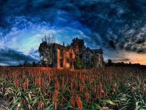 Una gran casa abandonada