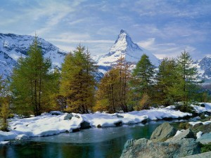 El monte Cervino cubierto de nieve