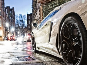 Lamborghini mojado tras la lluvia