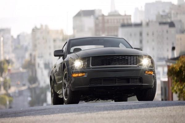 Ford Mustang Bullitt circulando por una ciudad