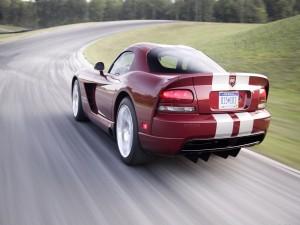 Dodge Viper SRT 10 en una carretera