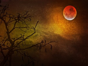 Imagen de una luna roja en el cielo