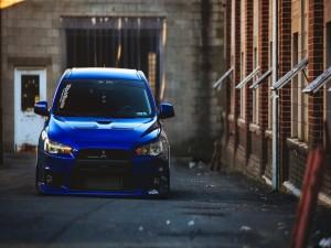 Mitsubishi azul tuneado