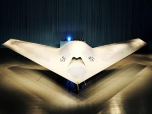 Boeing Phantom Ray en un hangar