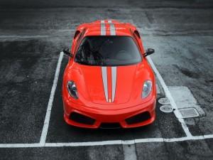 Ferrari F430 en un aparcamiento