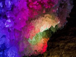 Minerales cristalizados en una cueva