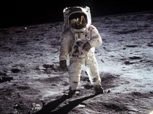 El astronauta Buzz Aldrin pisando la Luna