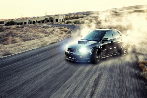 Subaru Impreza WRX STI en una carretra