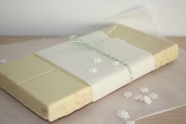 Tableta casera de chocolate blanco
