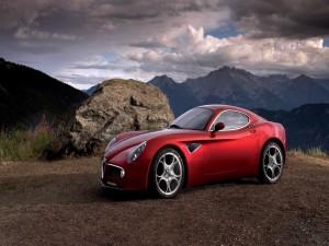 Alfa Romeo 8C Competizione en las montañas