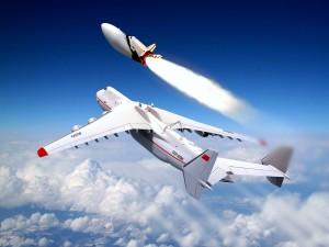 Avión CCCP-82060 volando por encima de las nubes