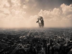 Monstruo enfurecido en una ciudad