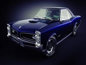 Pontiac GTO de un bonito color azul