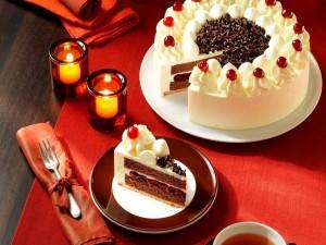 Tarta de chocolate con crema de chocolate blanco