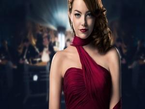 Emma Stone con un bonito vestido rojo
